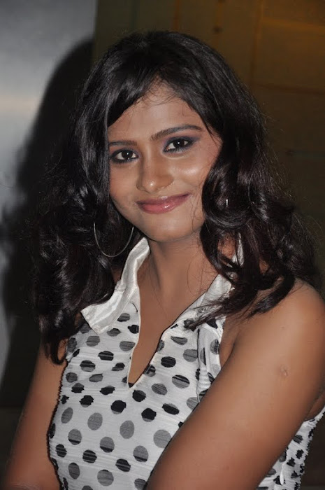 siniya at thalapulla audio launch actress pics