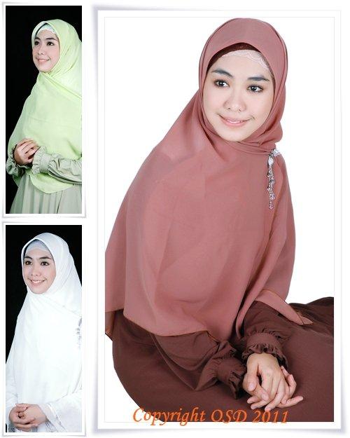 ... memang memakai jilbab itu membuat wanita terlihat cantik dan anggun
