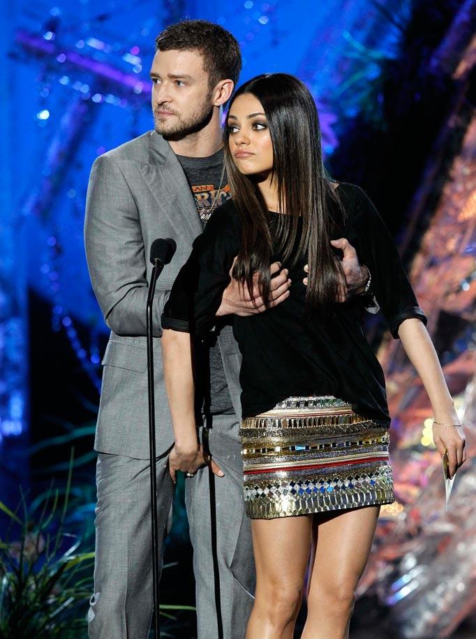 Justin Timberlake Gropes Mila Kunis at 2011 MTV Movie Awards