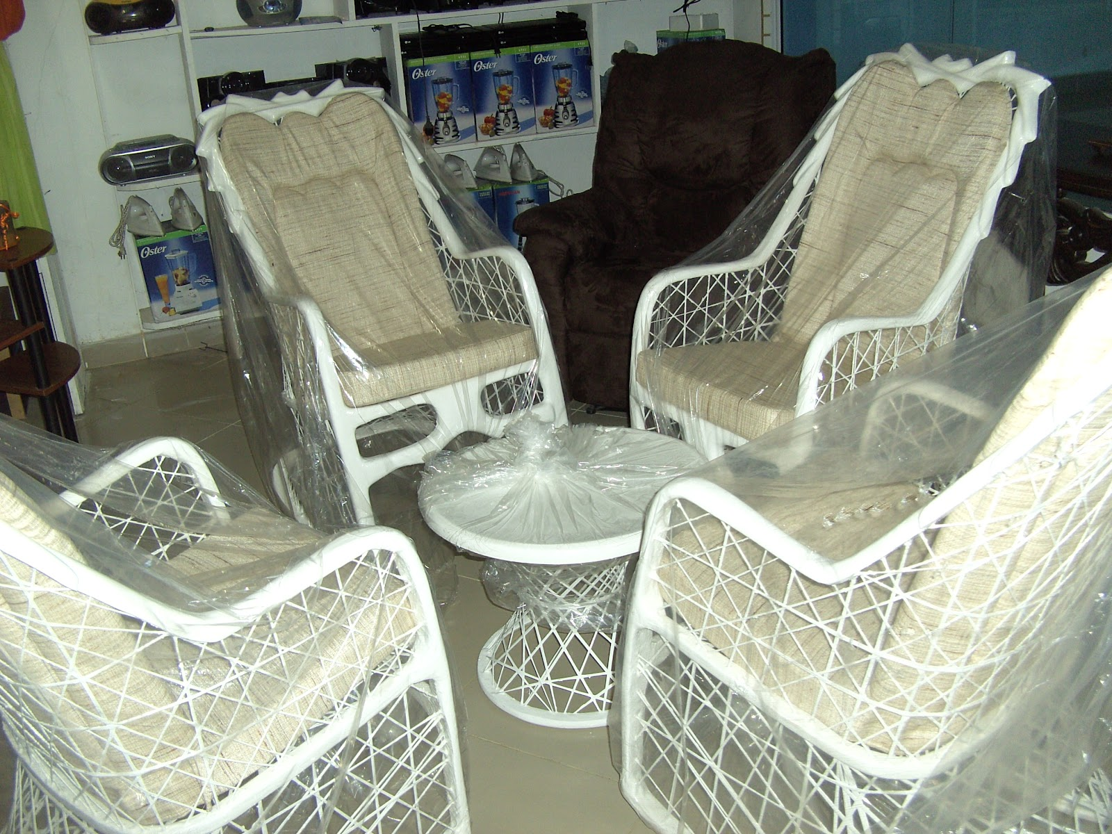 Plaza electromuebles delkis mecedoras en fibra de vidrio for Muebles de fibra de vidrio