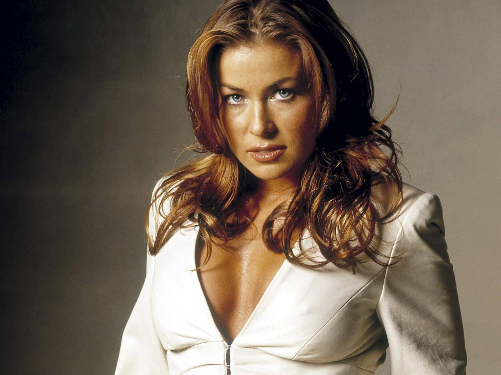 modelings: Carmen Elec...