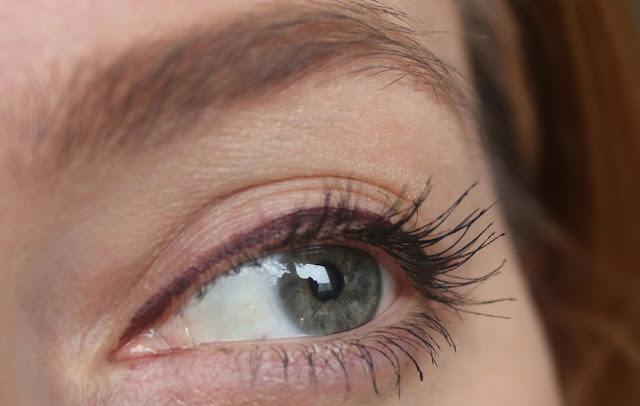 Макияж для зеленых глаз. фиолетовые стрелки