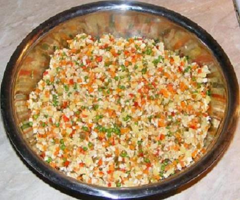 preparare salata de boeuf, preparare salata boeuf, preparare salata boeuf cu piept de pui, preparare salata boeuf de casa, retete salata boeuf, reteta salata boeuf, retete de mancare, retete culinare, preparate culinare, preparare salata, preparare salate,