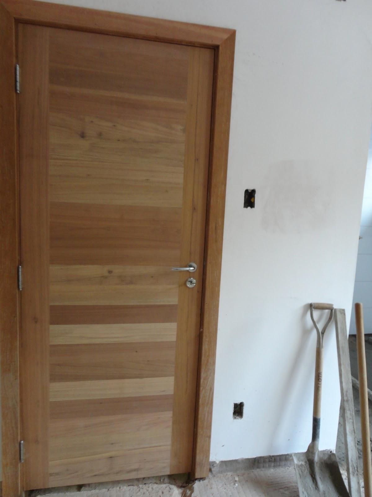 mandei fazer na Carpintaria Artística. A fechadura é Papaiz e como  #67472E 1200x1600