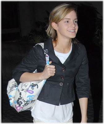 Emma Watson without Clothes http://smashgossips.blogspot.com/2011/12/emma-watson-without-makeup-photo.html