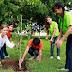 Ayuntamiento y estudiantes del Colegio Avelino Montes Linaje plantan 300 árboles en la Av. 128