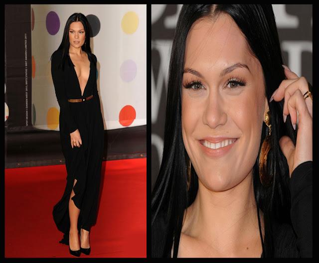 a filha do chefe jessie j  decote vestido versace brit awards 2013