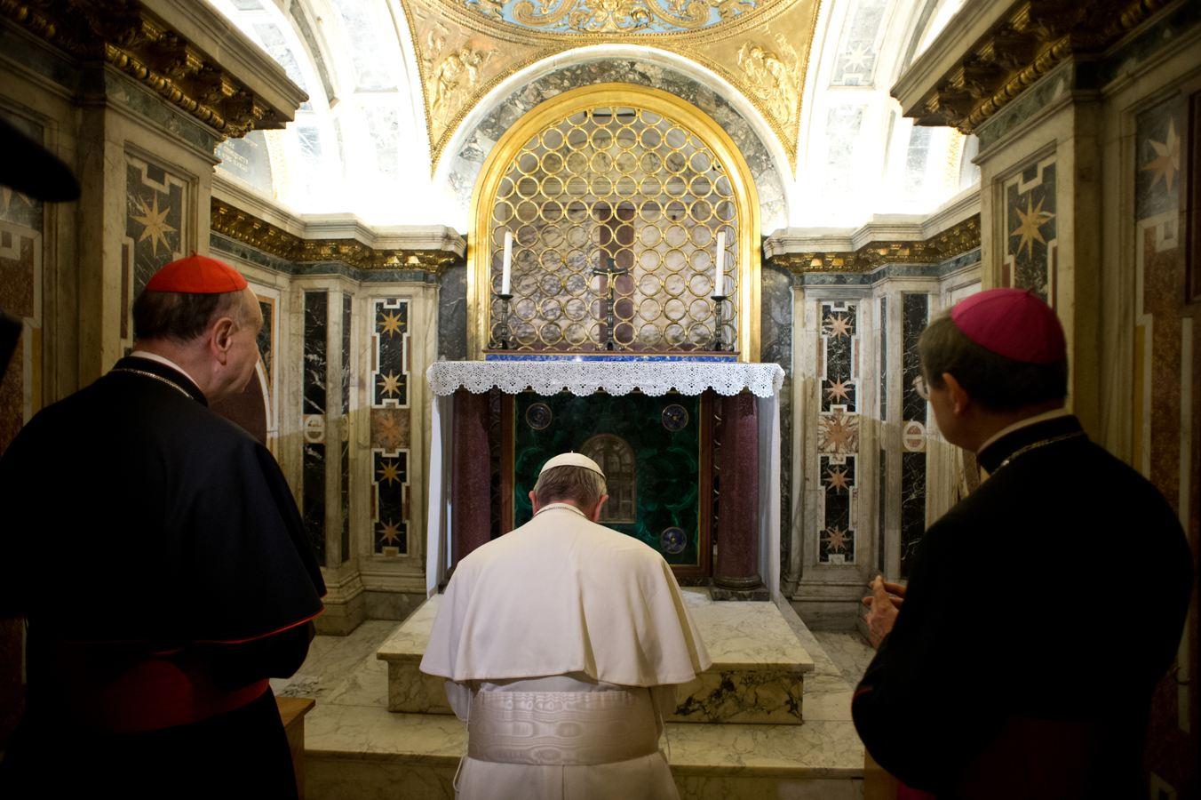Photo: Pope And The Bones Of Saint Peter
