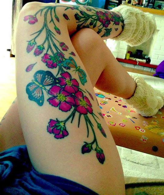 tatuagem flor nas pernas