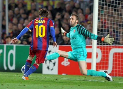 Lionel Messi chips over Almunia to score against Arsenal