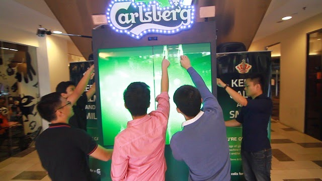 The Carlsberg Friendtastic Machine - A Vending Machine That Celebrates Friendship