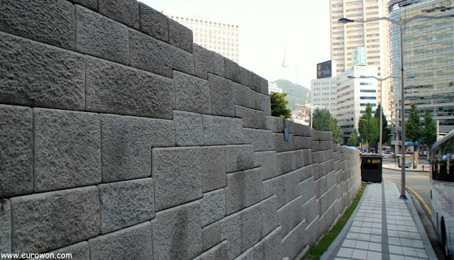 Muralla de Seúl en el centro de la ciudad