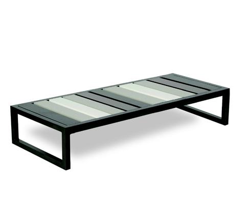Arredi In Ferro Battuto Per Interni : Arredo in ferro e alluminio per il giardino
