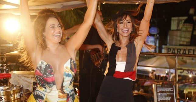 Sabrina Sato subiu no trio de Daniela Mercury e dançou junto com a musa do axé 'Couche', nova música de trabalho da cantora (Foto: Pontes/Divulgação)