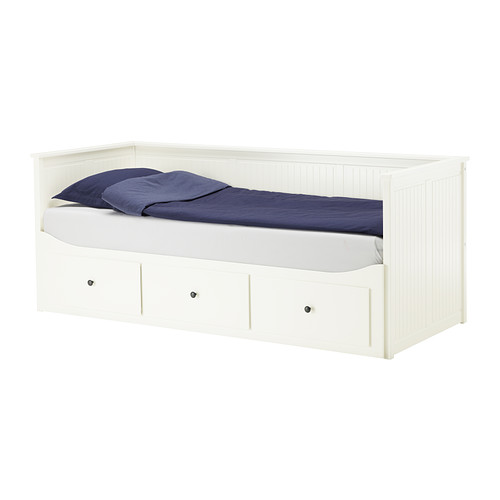 Tween girl 39 s bedroom makeover part ii new furniture for Cama hemnes