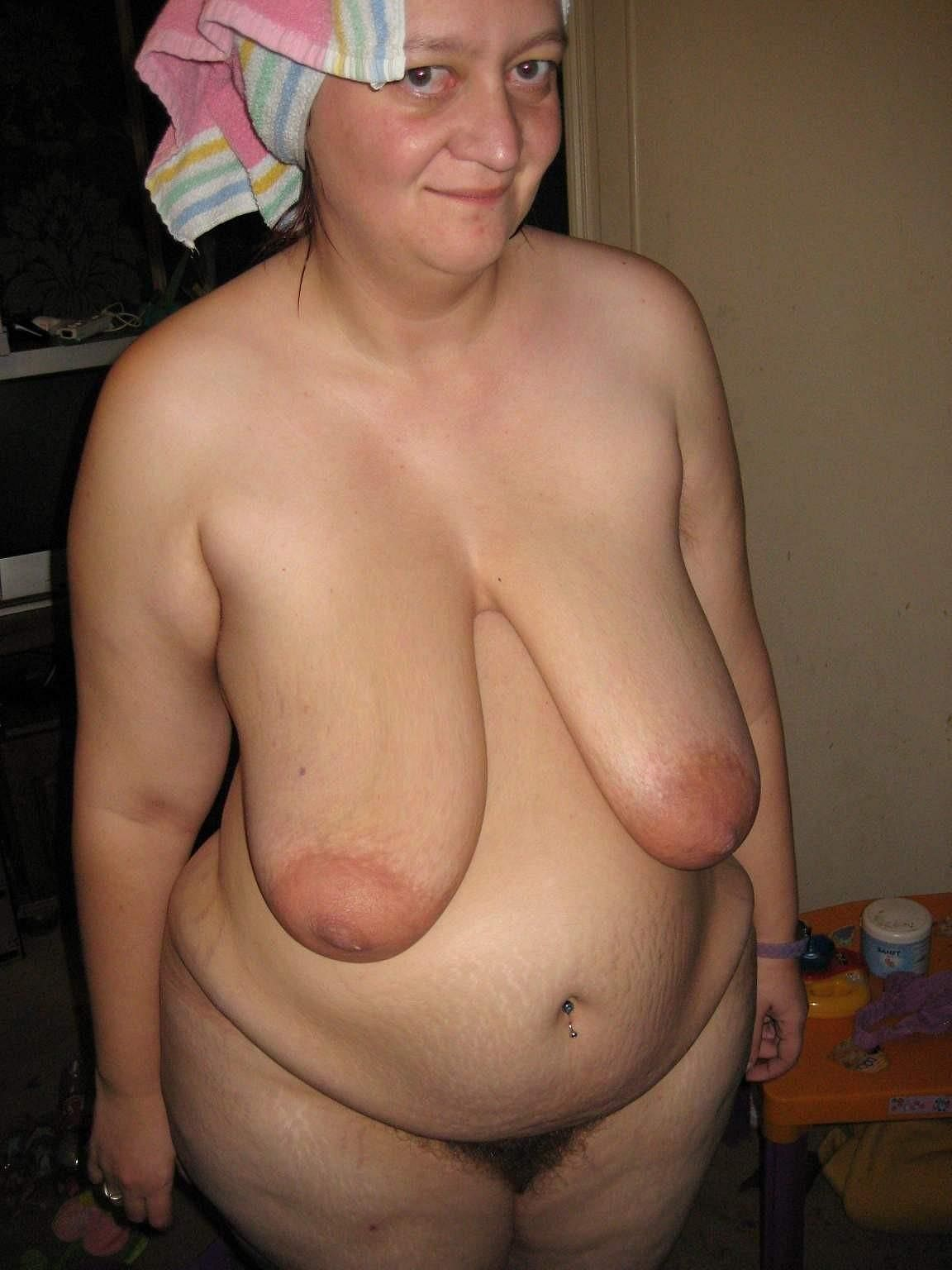 huge saggy tit:
