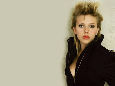 Scarlett Johansson HD smile  Wallpaper