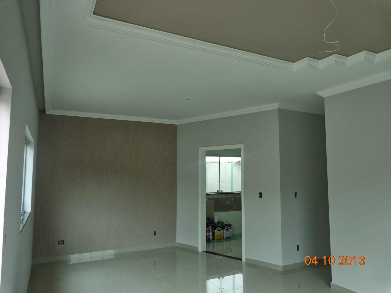 Essa parede mais escura é onde disse que tem o grafiato na sala de  #AB5820 1600x1200 Banheiro Com Parede De Grafiato