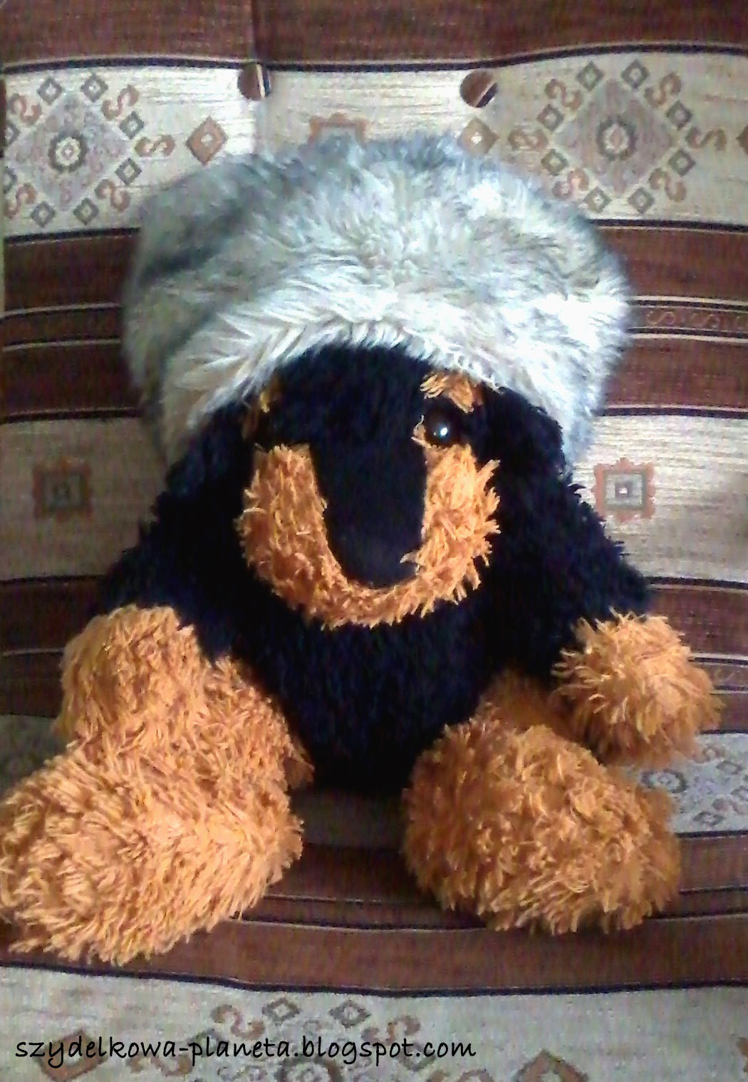 czapka ze sztucznego futra