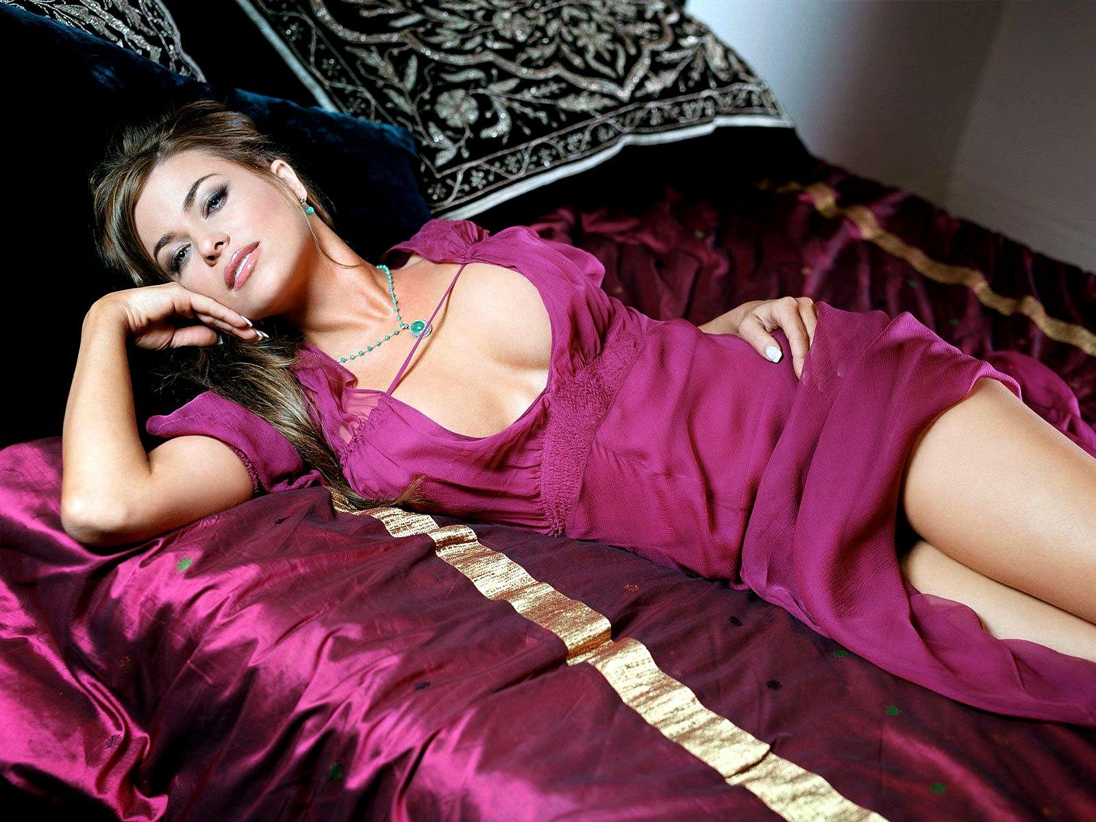 http://2.bp.blogspot.com/-feZRU16LQnk/UAK6LTsxzlI/AAAAAAAAGkg/davFgWT64FI/s1600/Carmen+Electra+Wallpapers+HD.jpg