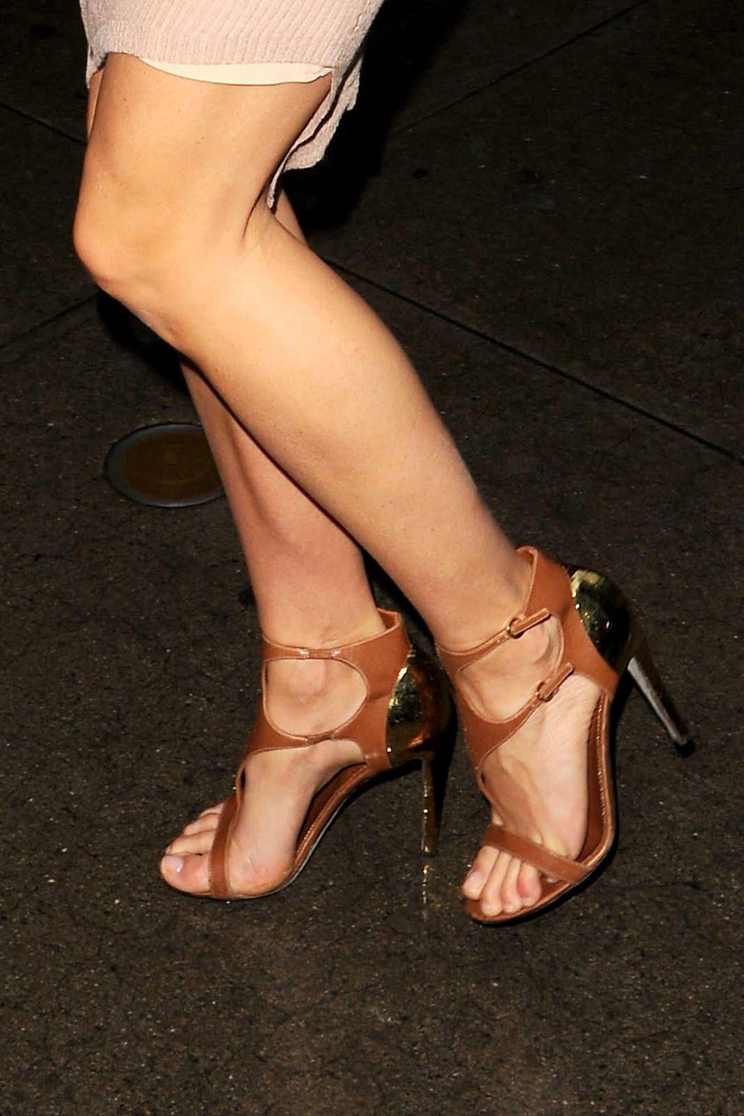 http://2.bp.blogspot.com/-fef3awimAlU/TgxtQiH3eCI/AAAAAAAABGE/gGYUuYd9_KA/s1600/Gwyneth-Paltrow-Feet-385290.jpg