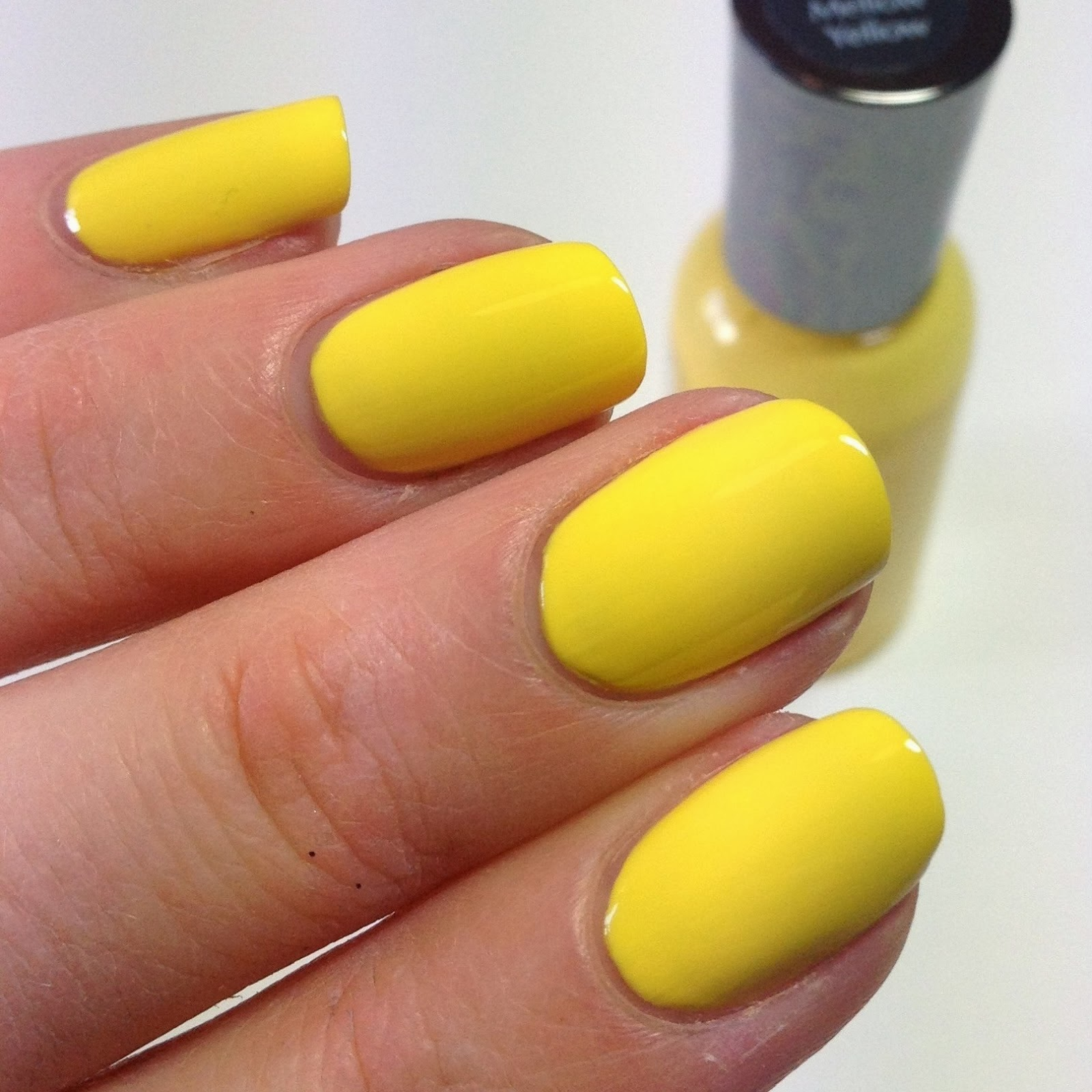 Yellow Nail Art Ideahttp://9ailsside.blogspot.com/Nail Side