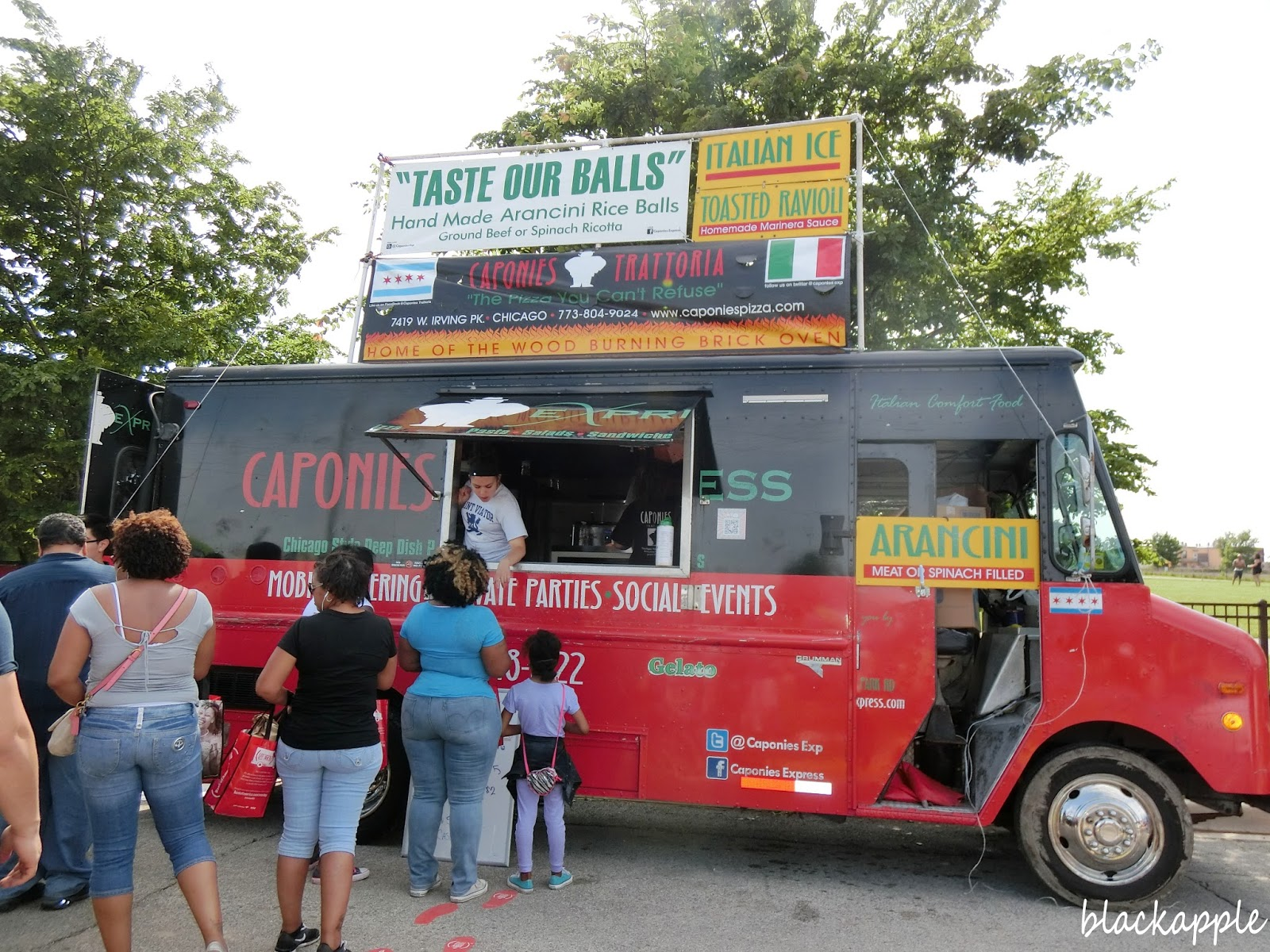 food trucks in chicago Ij's national street vending initiative fights regulations on food trucks we also released a new report that revealed how chicago's food truck red tape.