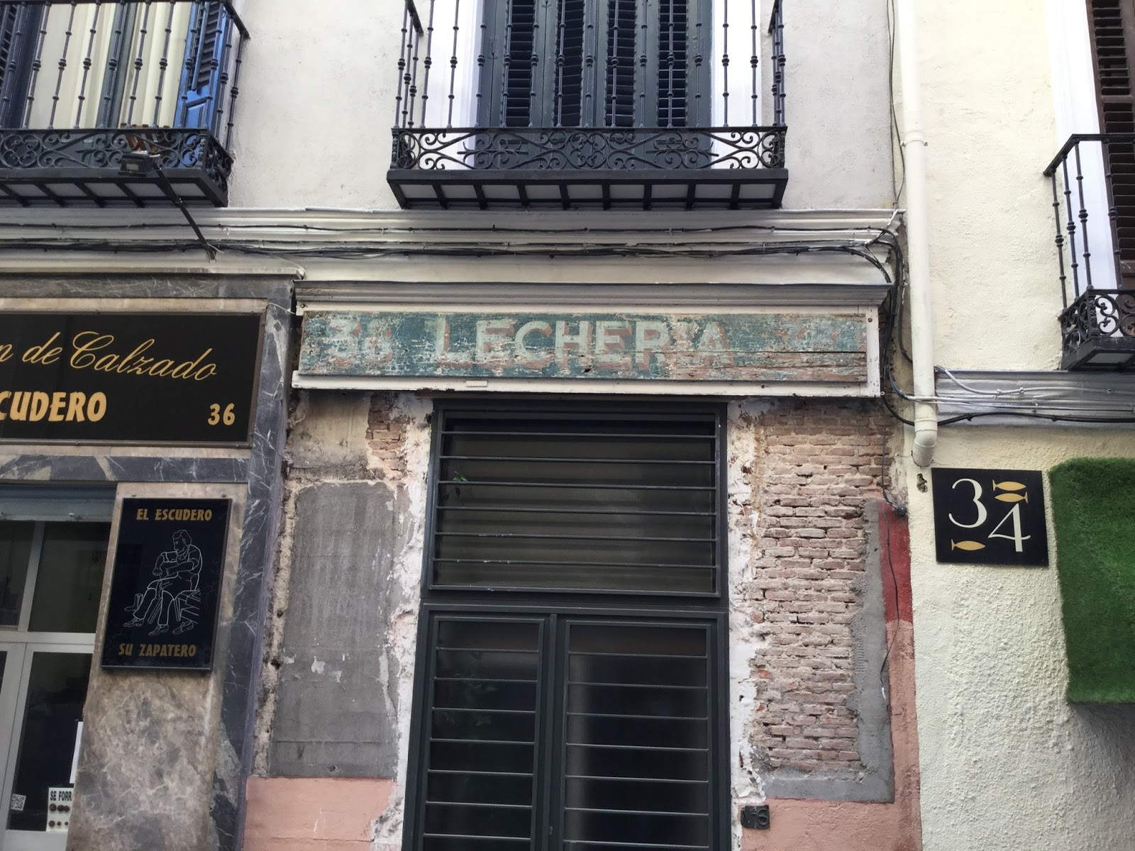 Ins lito callejero de madrid 22 calle de los tres peces for Casa moderna lecheria