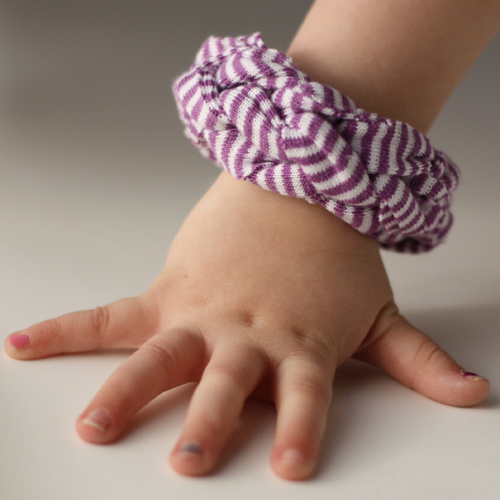 Finger Knitting For Kids : Wee care finger knitting for kids