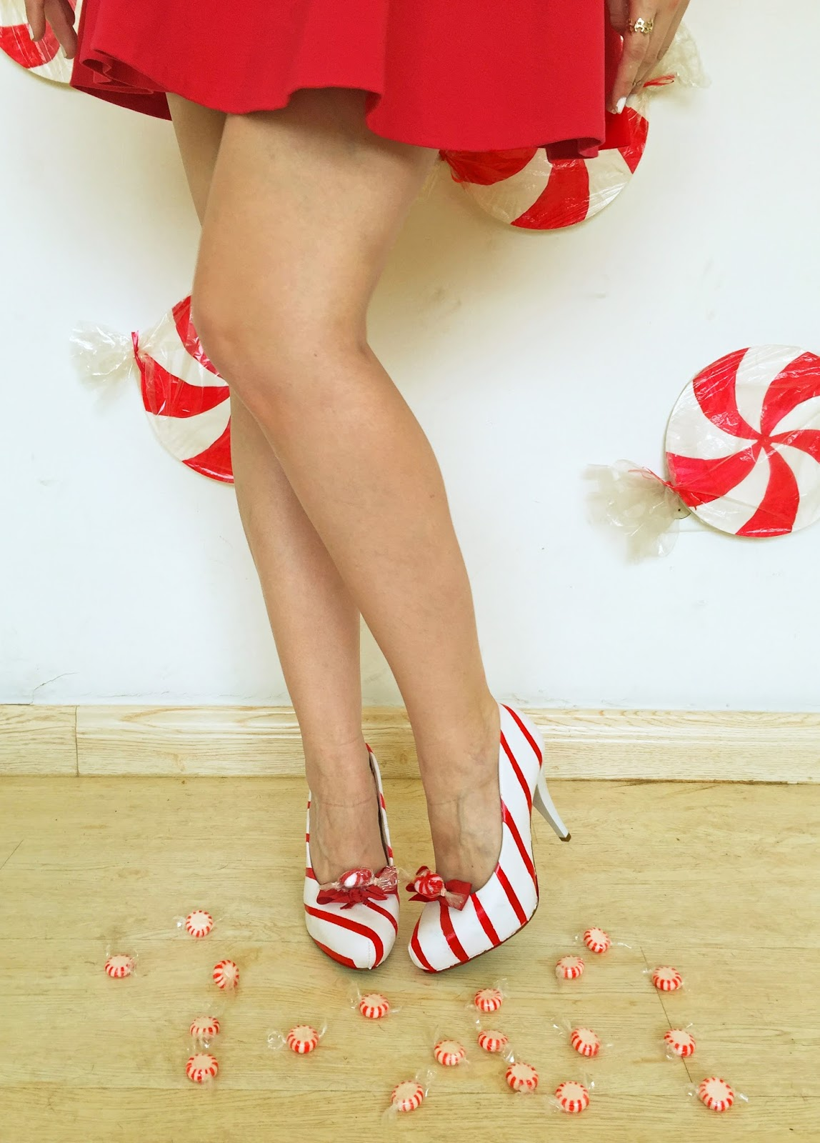 Perfect shoes for Christmas! Learn how to make them yourself with the tutorial on this blog