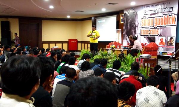 "11.Seminar ""Sinau Goblok Bareng Bob Sadino"" di JEC Jogja"