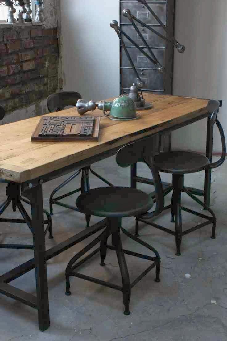 Industrialne wnetrze, metalowy taboret, metalowe krzesło, industrialne dodatki