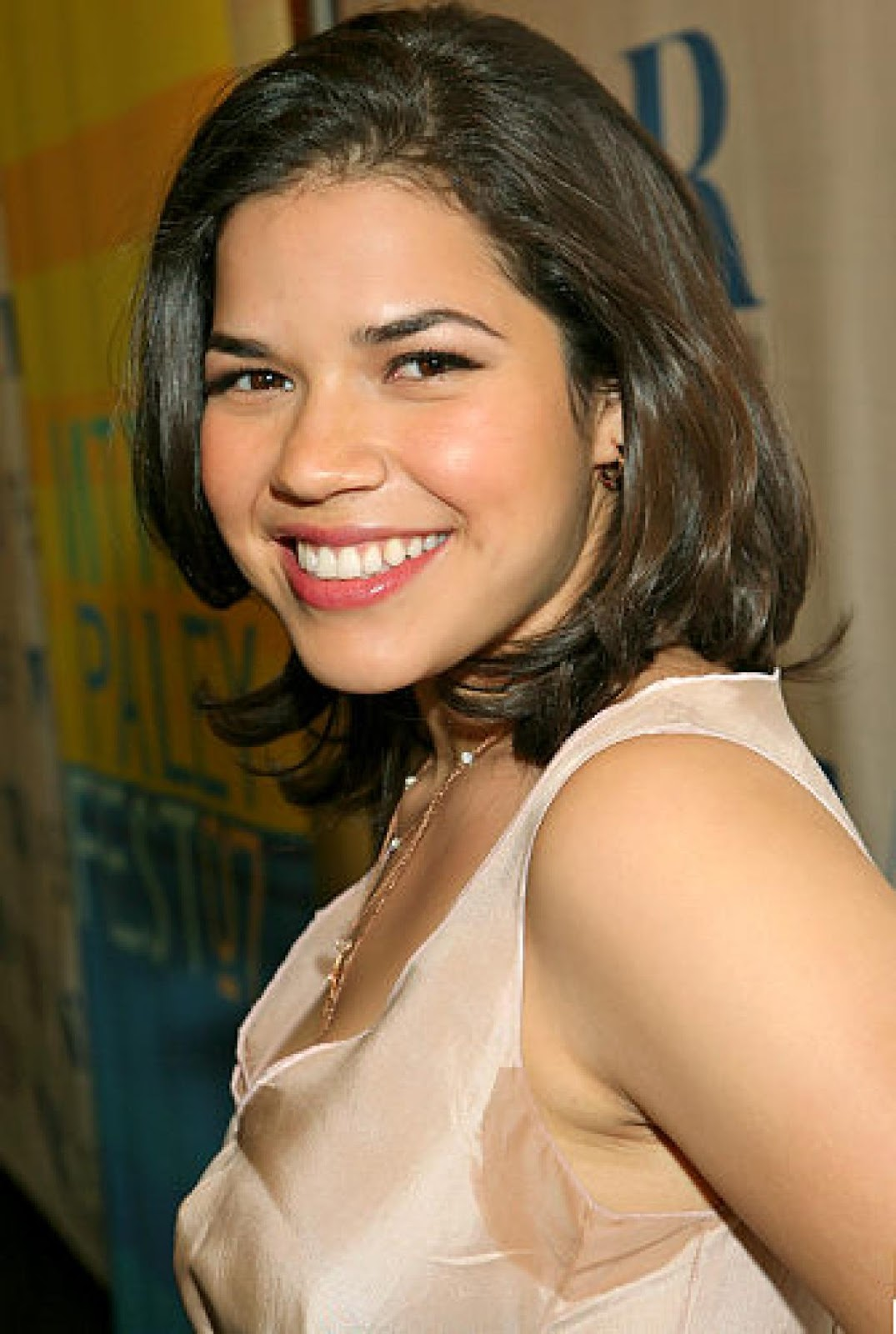 Love Ur Life Ur World America Ferrera Latest Pics Ferrera With Short Hair