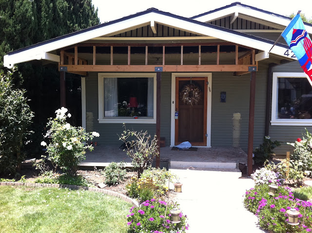 craftsman bungalow design a large porch and balcony on the front Car ...