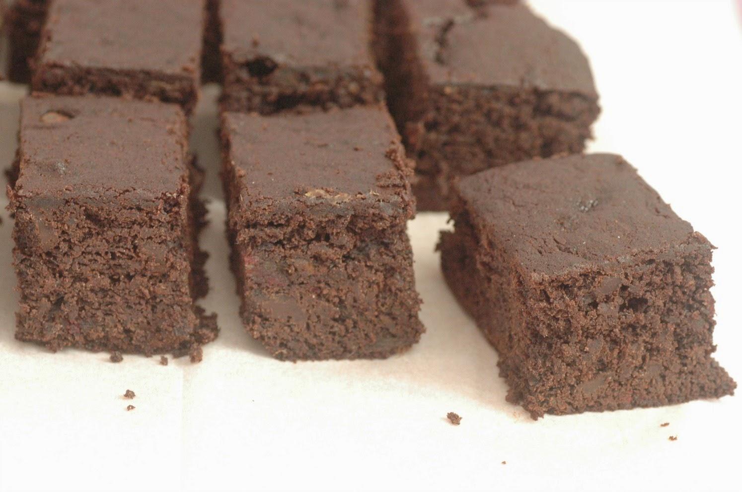 בראוניז שוקולד ותמרים