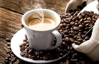 Los beneficios del cafe y cómo disminuir el consumo de azúcar