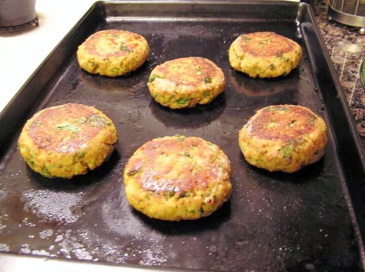 Chumkie 39 s kitchen tuna fish cakes for Baked fish cakes