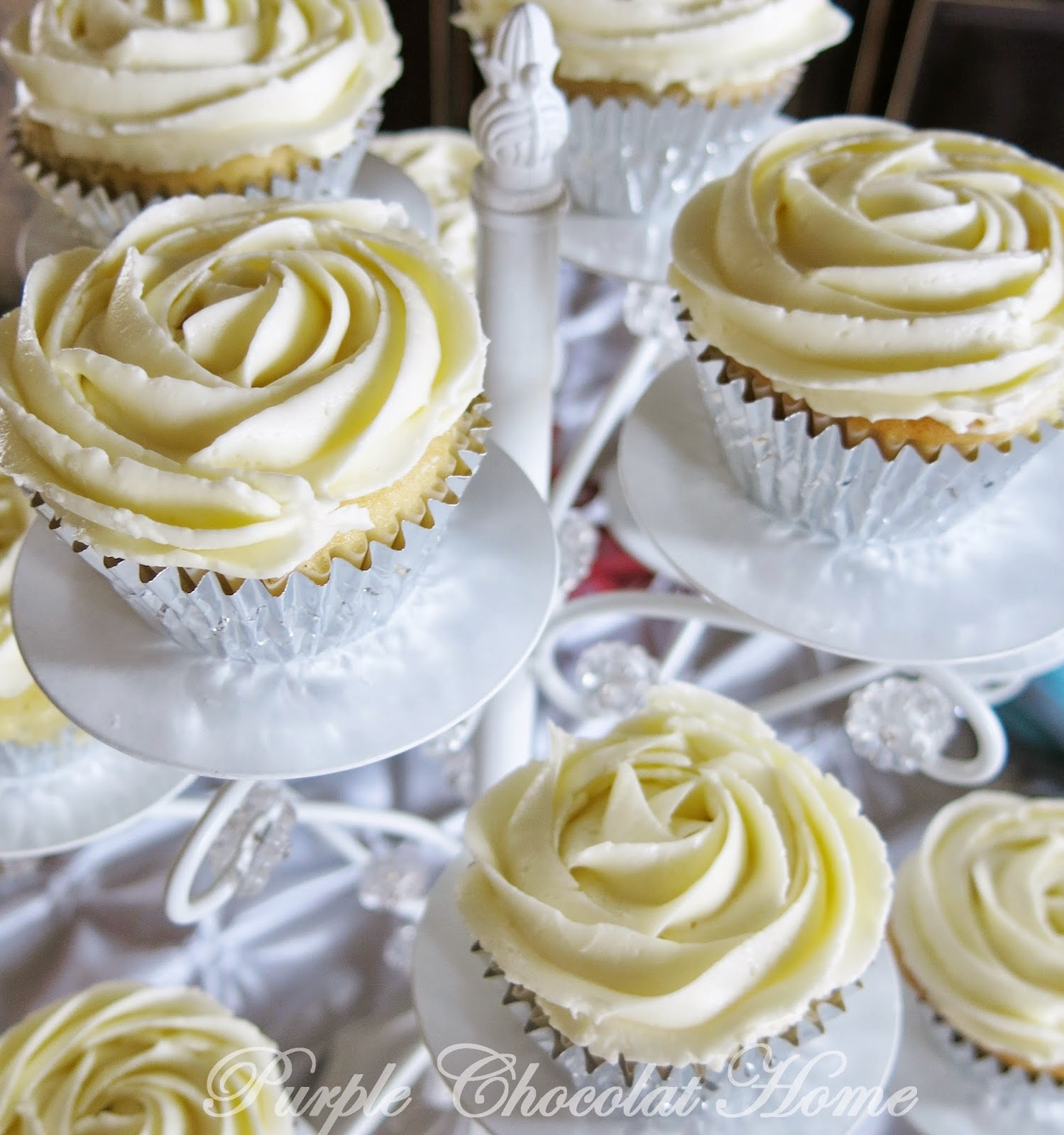 Rose+cupcakes+with+Swiss+Buttercream.JPG