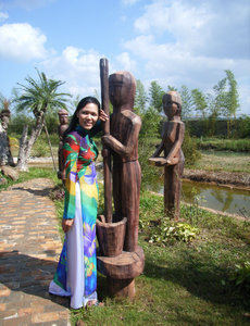 Wooden statues at Đồng Xanh park
