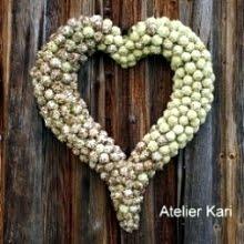 Titt også innom Atelier Kari - naturdekorasjoner og kranser.