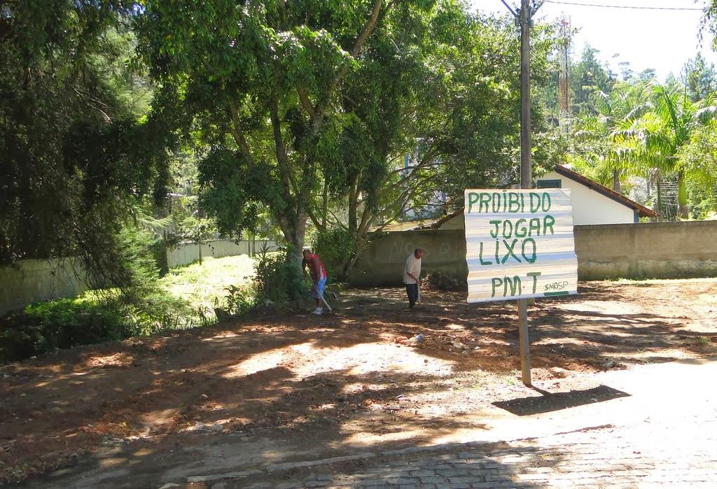 Limpeza geral feita em espaço público atrás da Igreja de São Sebastião, em Pimenteiras