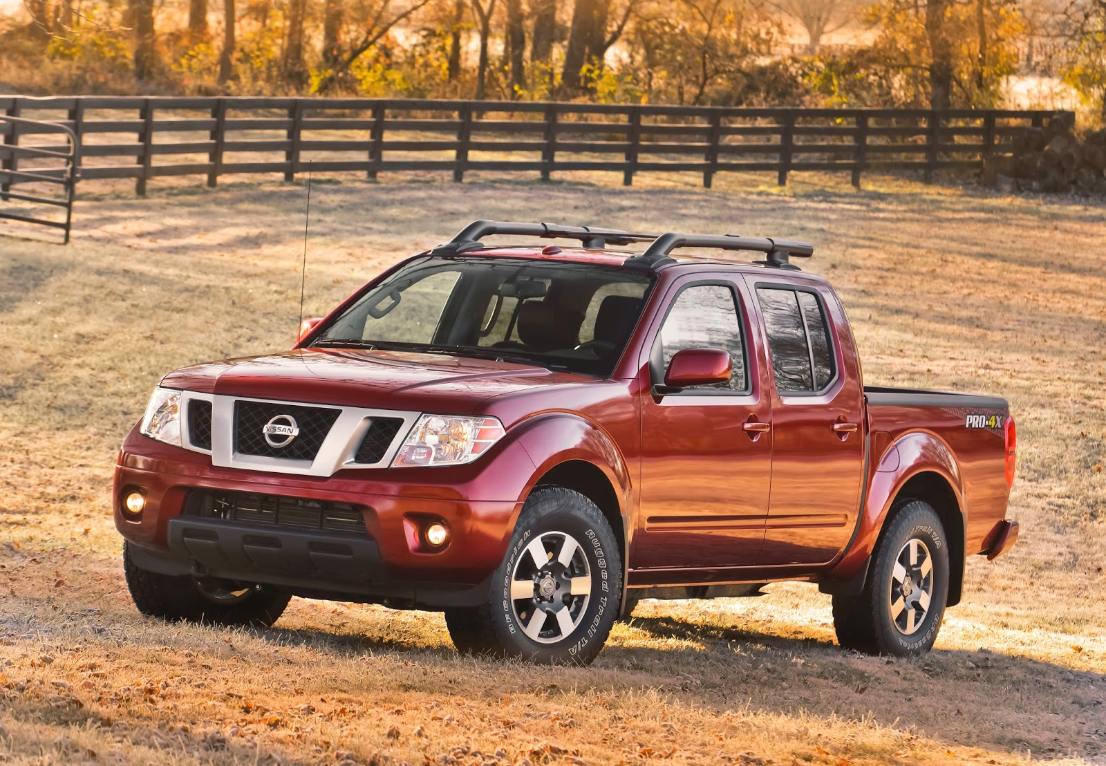 Front 3/4 view of the 2014 Nissan Frontier PRO-4X