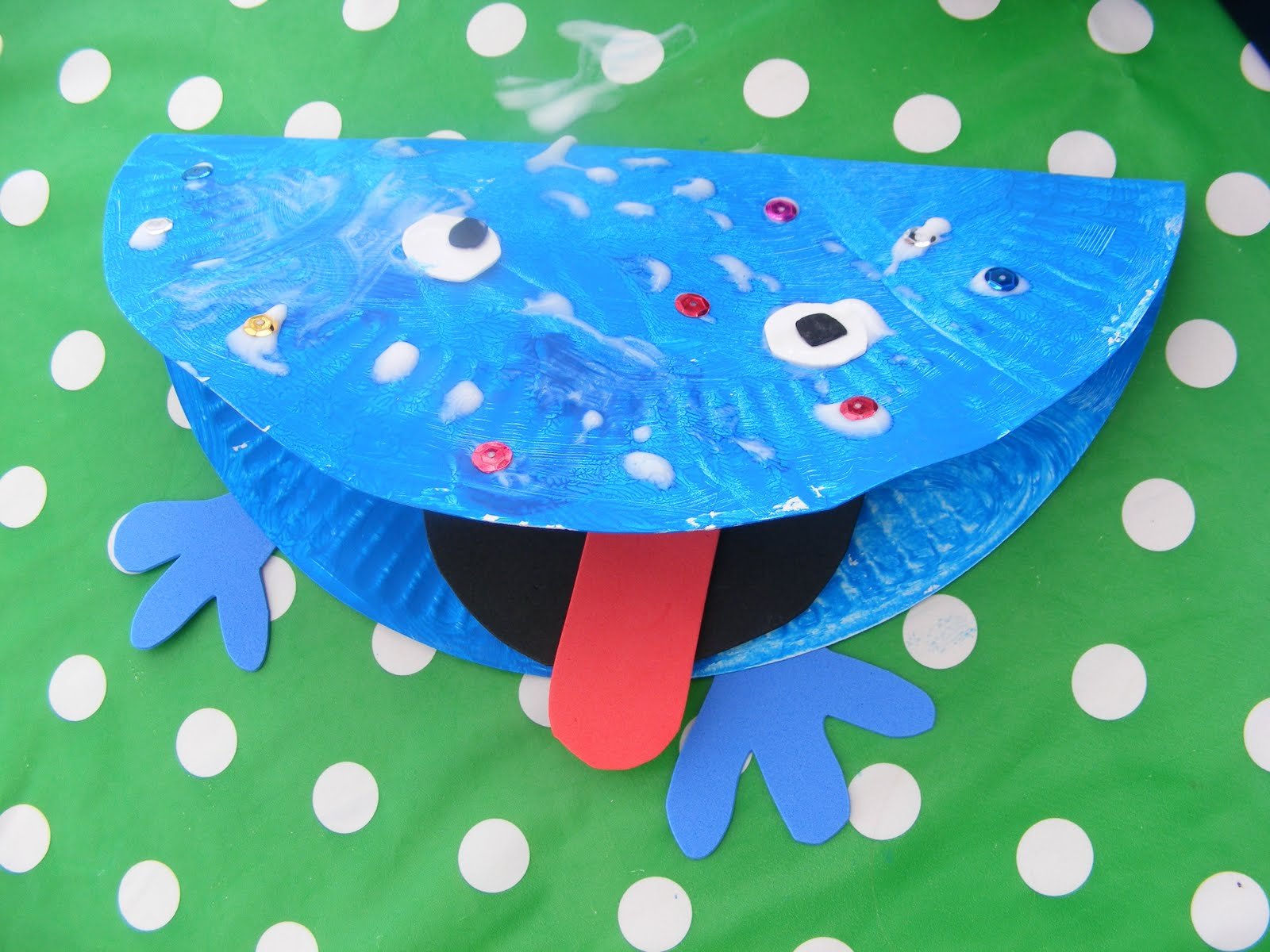 Adventures play paper plate craft 2 frogs for Paper plate craft images