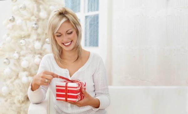 wanita dan hadiah