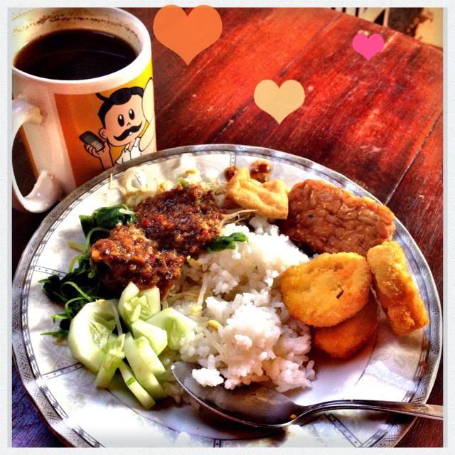 sarapan sepiring berdua bareng suami