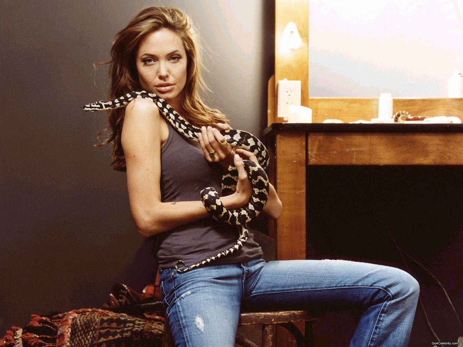 http://2.bp.blogspot.com/-fiv3or30cBg/UBTkdVj5ZeI/AAAAAAAAMa0/ctuIAMeM9pU/s1600/Angelina-Jolie-162.jpg