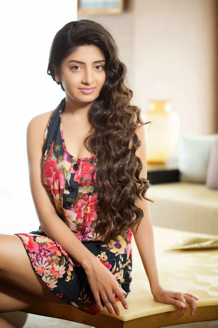 Actress Poonam Kaur Latest Pictureshoot Gallery CelebsNext 11.JPG