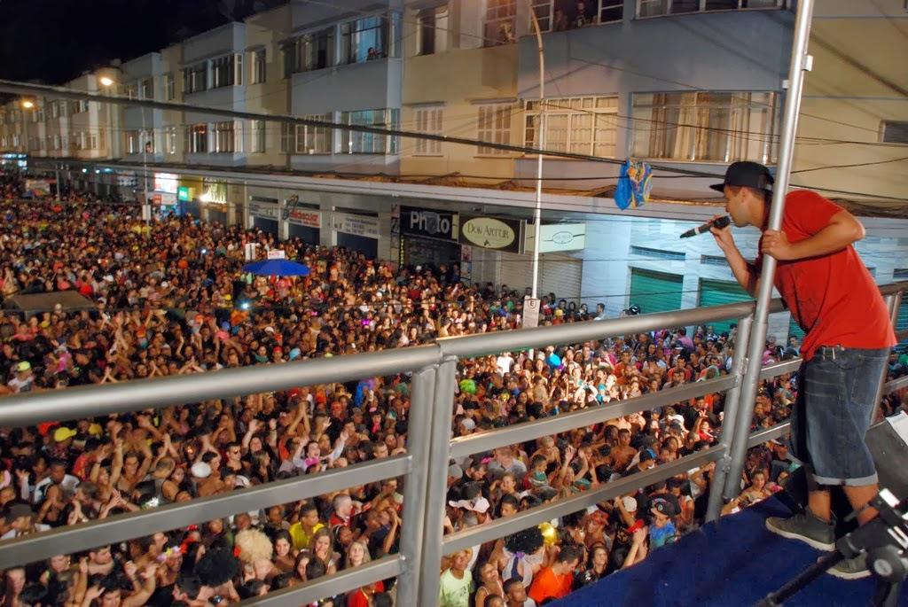 show de pagode do grupo Jeito Moleque que colocou a galera para dançar e cantar