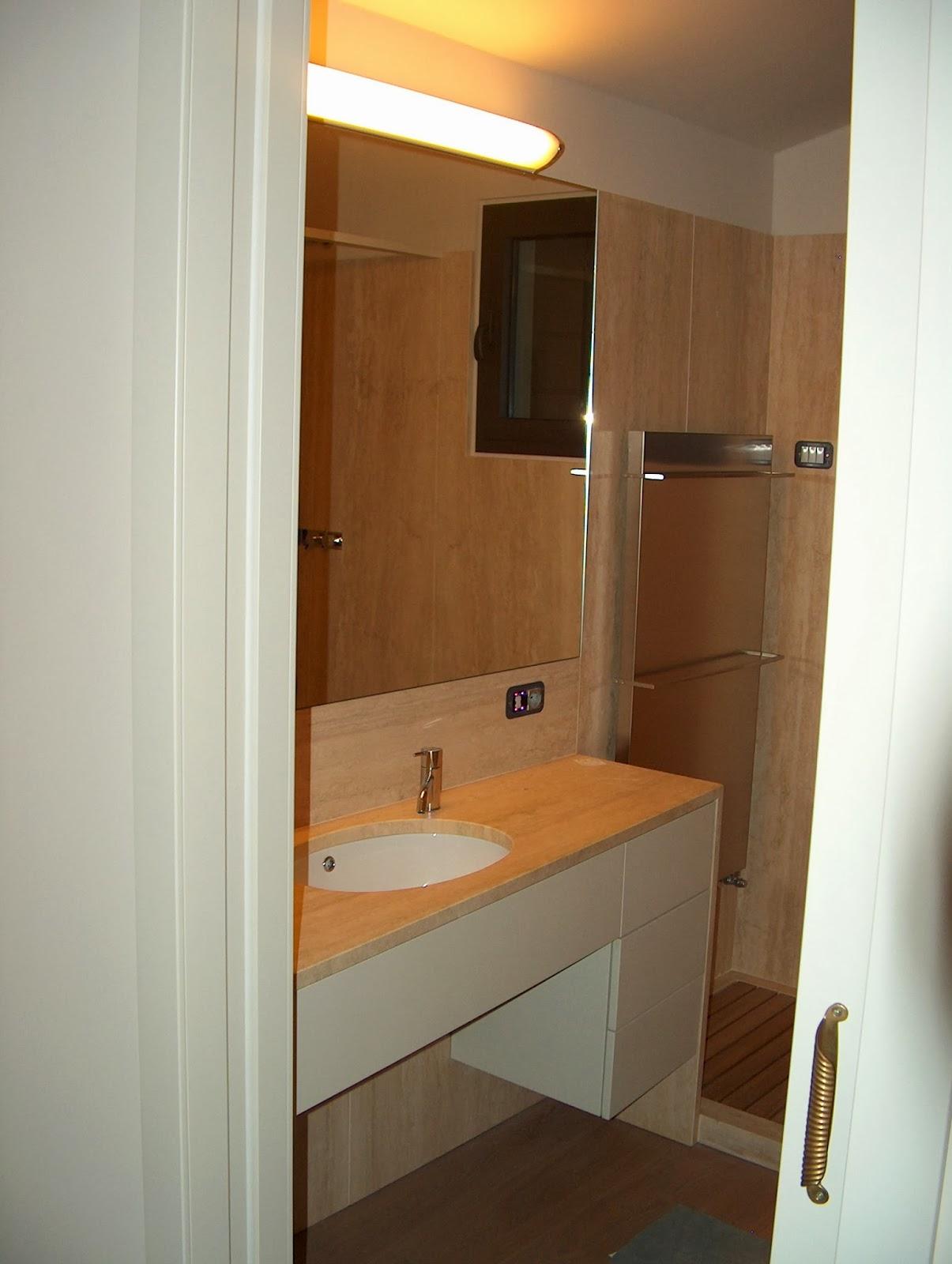 Arredamento su misura mobile bagno laccato bianco - Mobile asciugamani bagno ...