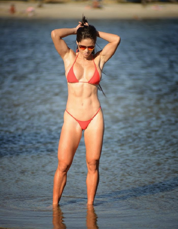 Michelle Lewin lets her natural Bikini beauty shine on relaxation in Miami